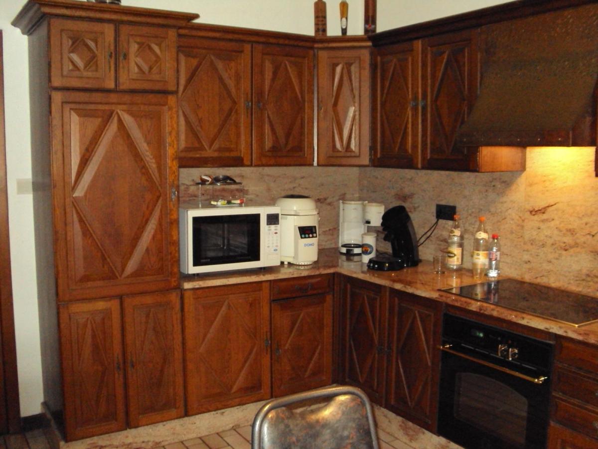 Eiken Keuken Beitsen : Zandstralen, beitsen en vernissen eiken keuken te Zele