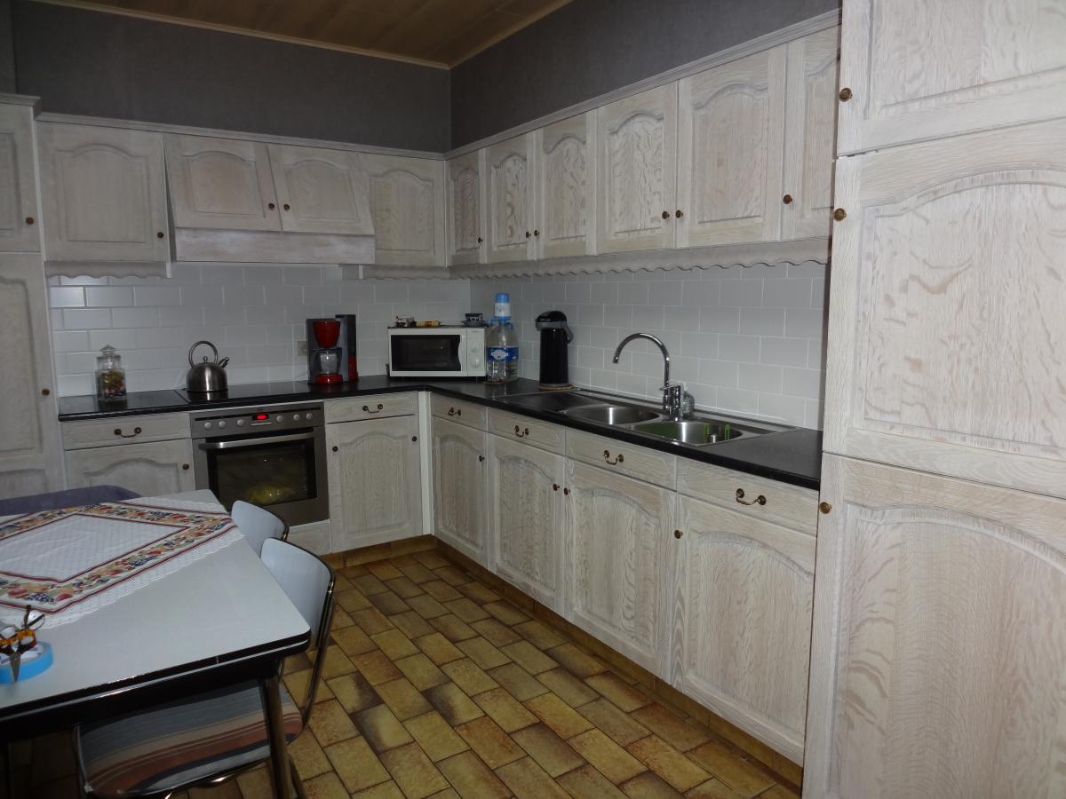 Eiken Keuken Zandstralen : Voor onze klanten Roger M. uit Nevele renoveerden we een eiken keuken.