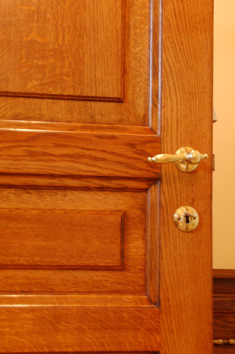 Keuken Laten Zandstralen : Meestal maken we de lijsten los en schuren we de binnenkast ter plekke