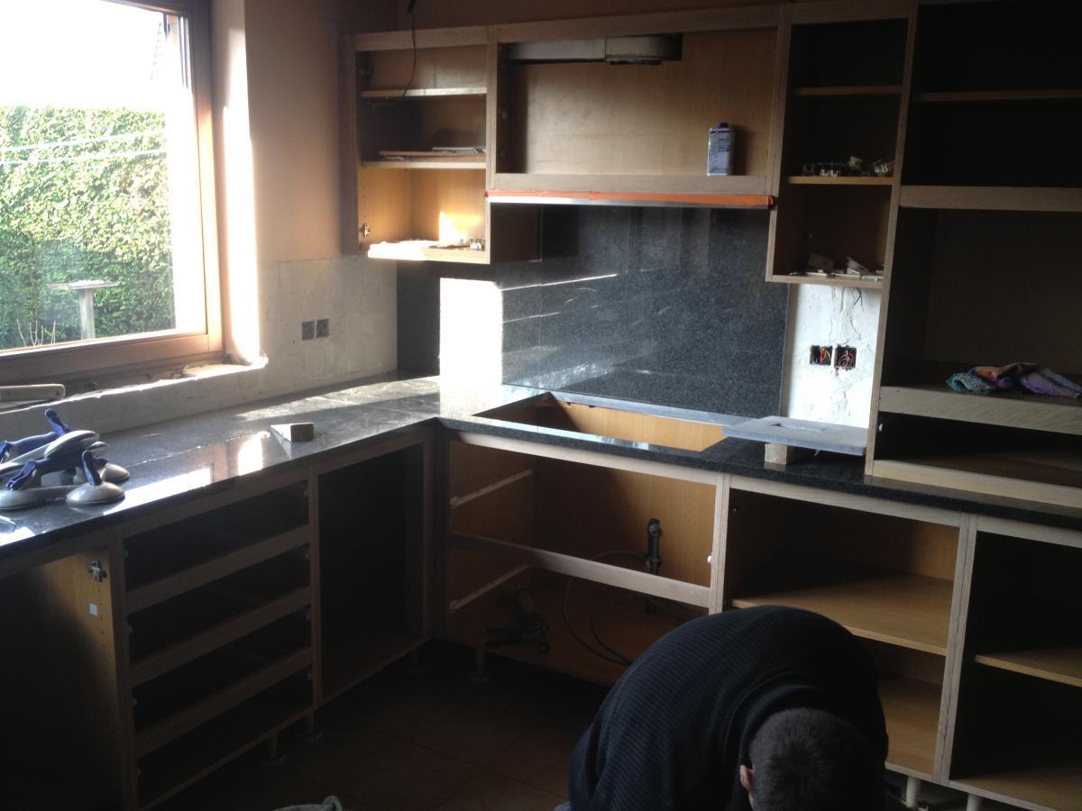 Oude Keuken Renoveren : Ook de geleiders voor de lades van uw keuken of meubelen kunnen door