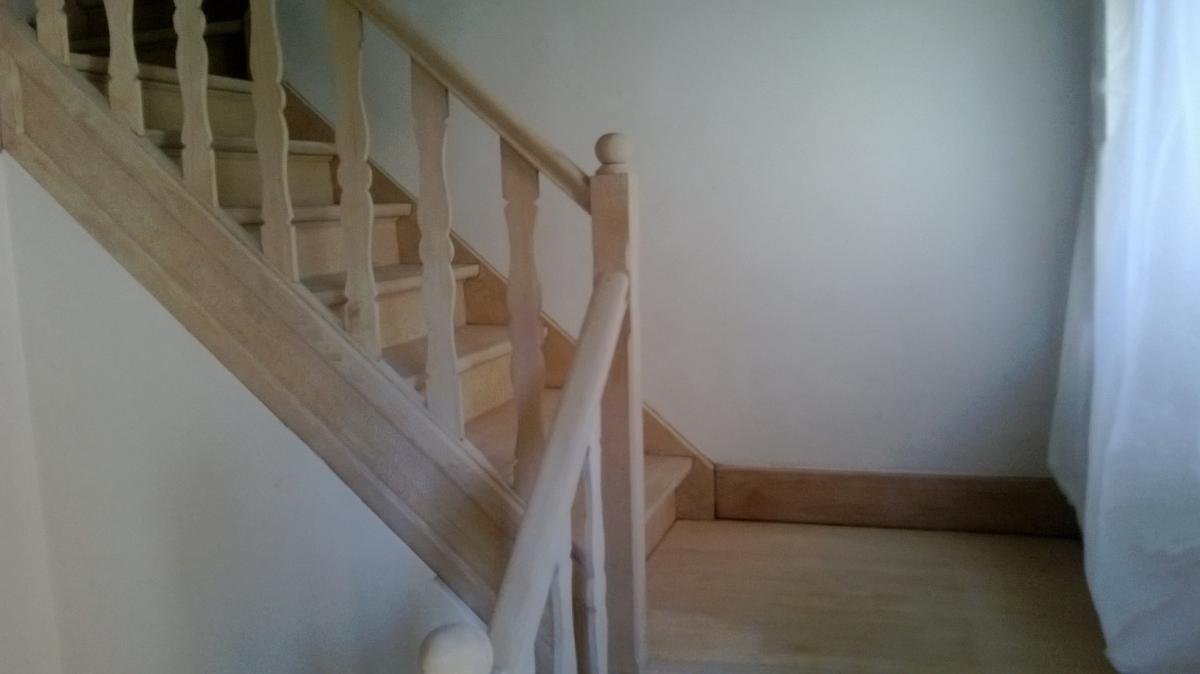 Zandstralen en renovatie eiken trap te kortrijk meubelrenovatie - Renovatie van een houten trap ...