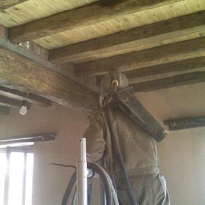Plafonds zandstralen en behandelen meubelrenovatie - Houten balkenplafond ...