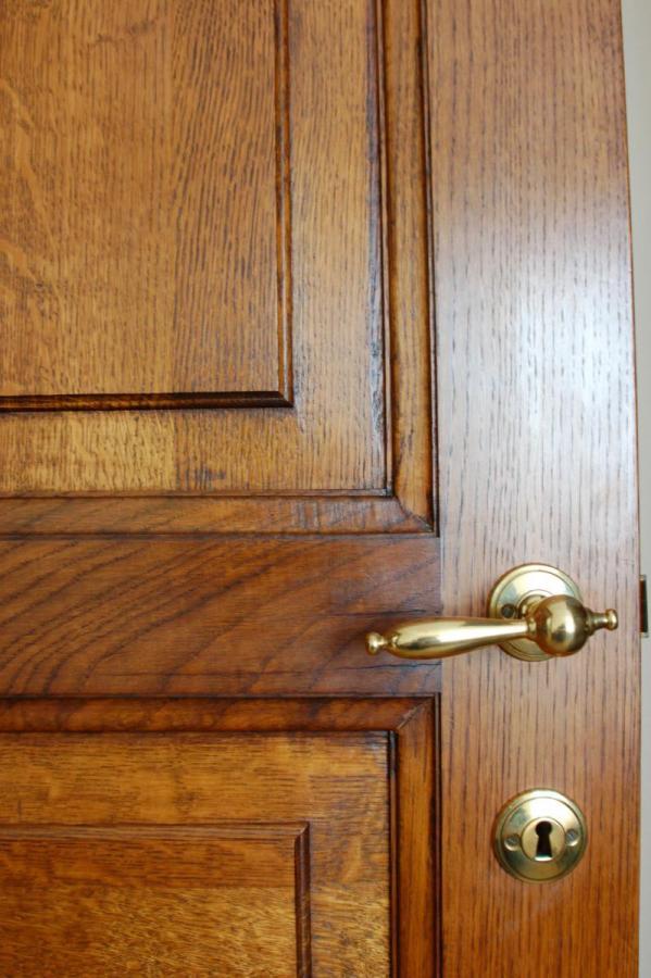 Donkere Eiken Keuken Lichter Maken : Donkere eiken deur te gommen of zandstralen Meubelrenovatie